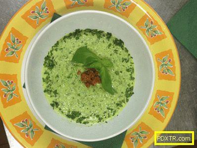 Хранителна супа от краставици и рукола
