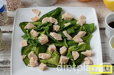 Диетична салата от пилешки гърди, спанак и портокал
