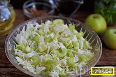 Зелена салата с целина с ябълка