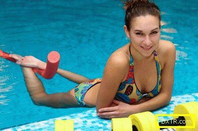 Ефективни упражнения в басейна за отслабване корема, бедрата