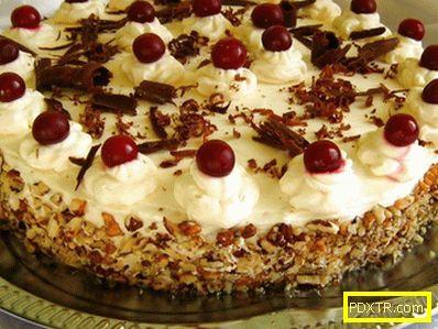 Тортата у дома за рождения ден е подготвена от самите нас