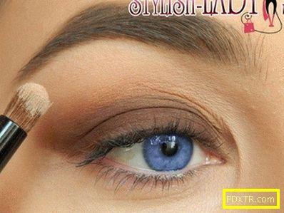Лек и ефективен грим за сини очи с цветна стрелка
