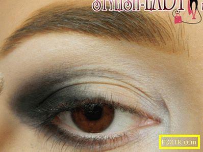 Ефективен грим на очите в сини тонове
